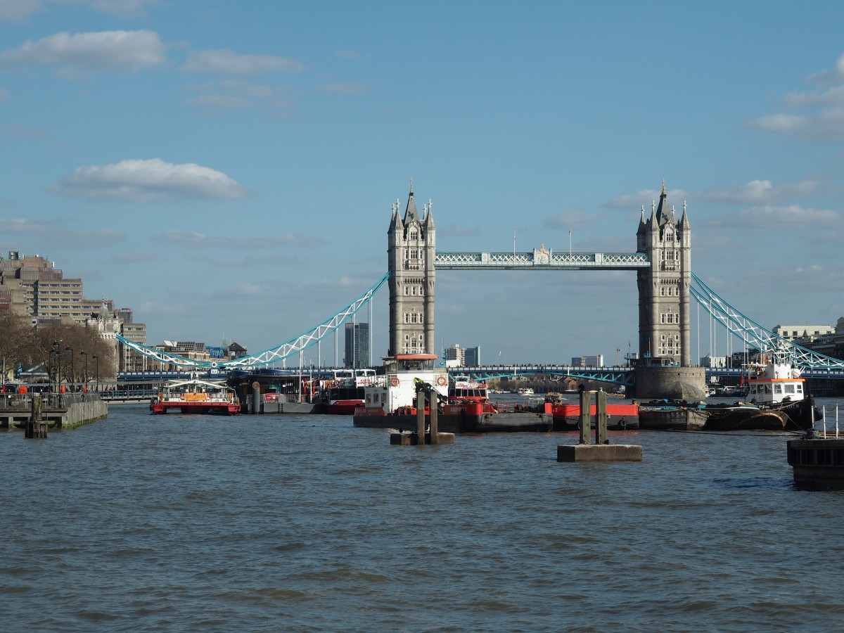tower bridge in london is a must visit when spending 4 days in london