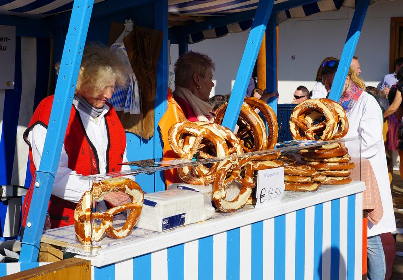 eating local munich pretzel