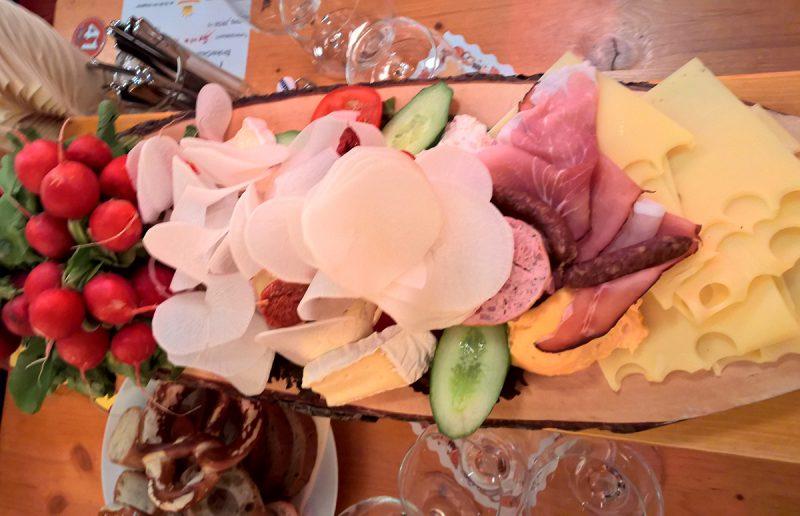 eating local munich food platter