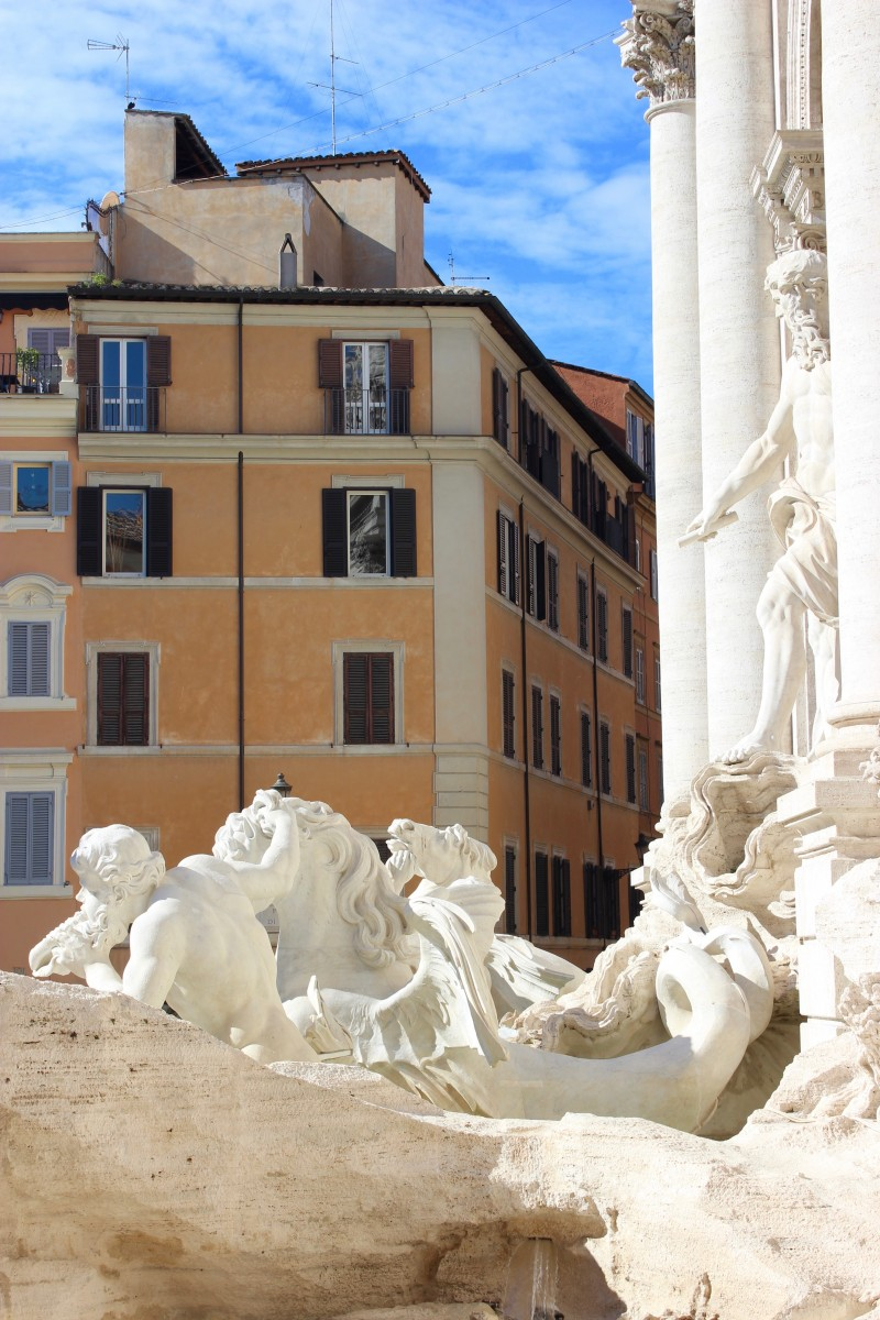 the trevi fountain rome , top tip for visiting rome is to visit the trevi fountain very early
