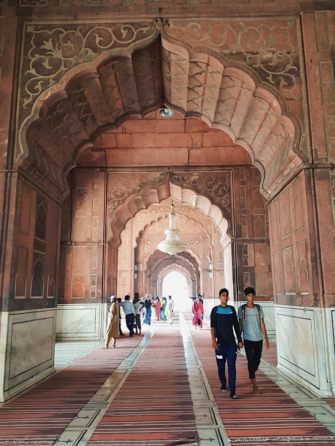 the beautiful archways in red fort, delhi, india