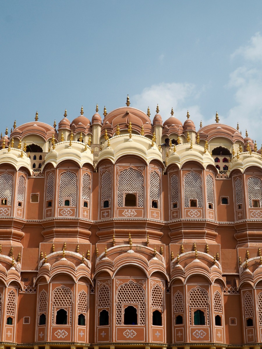 the pink city of jaipur, a popular palace for tourists to visit on a indian visa