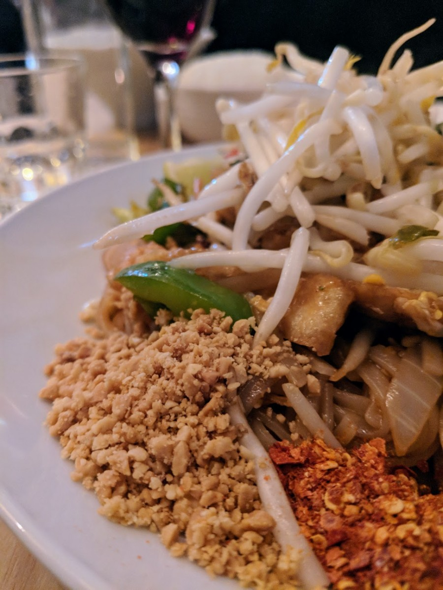 Pad Thai from Kinn Khao, a vegetarian friendly Thai street food restaurant in paris
