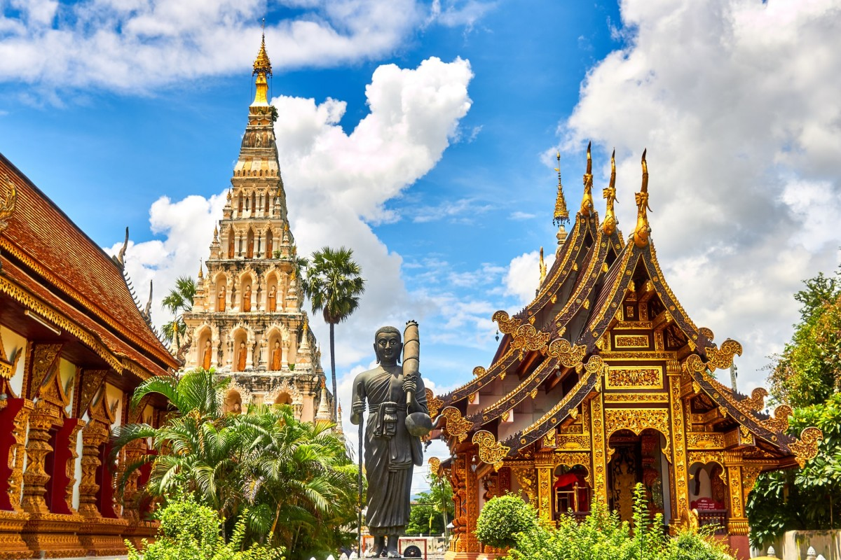 grand palace in thailand, bangkok is a must do when spending 10 days in thailand